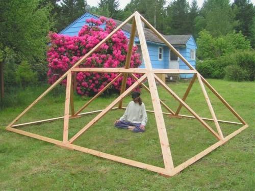 Пирамида из дерева своими руками фото